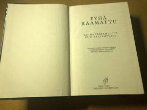フィン語の聖書の見開き